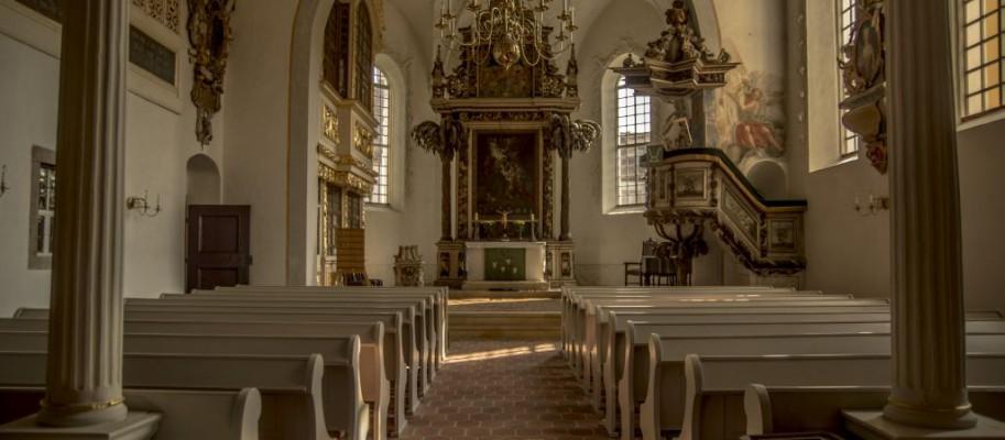 Kirche Belgershain (mit Altar und Kanzel)
